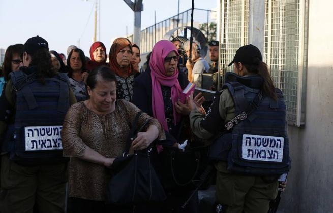 """124587 - في الجمعة الاولى من رمضان.. الاحتلال يحول القدس لـ""""ثكنة عسكرية"""" (صور)"""