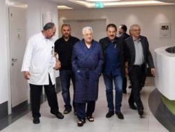 الرئاسة تعلن تأجيل خروج الرئيس عباس من المستشفى