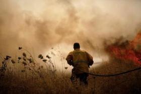 """موجة حرائق تجتاح """"إسرائيل"""" بفعل الطائرات الورقية وارتفاع الحرارة"""