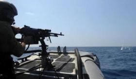 زوارق جيش الاحتلال تحاصر سفينة الحرية في بحر غزة