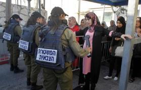 """في الجمعة الاولى من رمضان.. الاحتلال يحول القدس لـ""""ثكنة عسكرية"""" (صور)"""