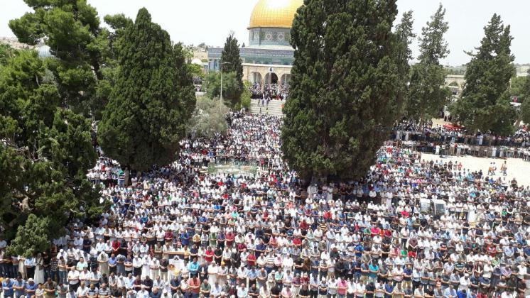 989898 5 - 200 ألف أدوا صلاة الجمعة في المسجد الأقصى (صور)