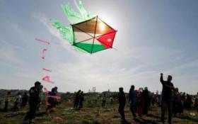 لأول مرة.. الاحتلال الإسرائيلي يستهدف مجموعة من مطلقي الطائرات الورقية