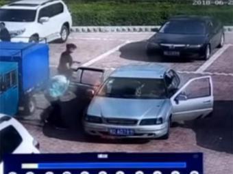 صيني يطفئ سيارة بالنفخ فيها (فيديو)