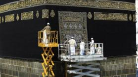 تجنبا لتفشي فيروس كورونا السعودية تغلق المساجد وتستثني الحرمين