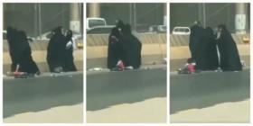"""بالفيديو.. """"معركة شرسة"""" بين نساء متسولات في السعودية !"""