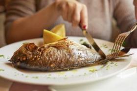 تناول الأسماك الدهنية أثناء الحمل ينتج أطفالا أقوياء