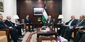 صحيفة عبرية: كوشنير وفريقه يؤمنون أن مزيد من العقوبات على أبومازن ستفرض تنفيذ صفقة القرن