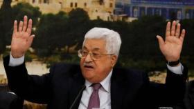 صحيفة: أبومازن يُصر على تسليم حماس لغزة بالكامل ويرفض التهدئة