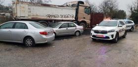مستوطنون يعطبون مركبات فلسطينية ويخطون عليها شعارات معادية