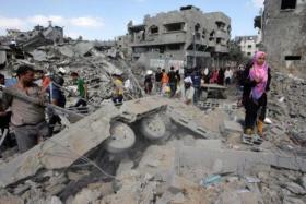 اعتباراً من الاسبوع المقبل أصحاب المنازل المدمرة في غزة يهددون بالعودة الى مدارس الأونروا