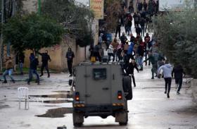 إصابة 4 مقدسيين واحتجاز طفل في مواجهات مع جيش الاحتلال
