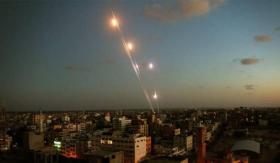 الاحتلال يزعم سقوط صاروخ في مستوطنات غلاف غزة