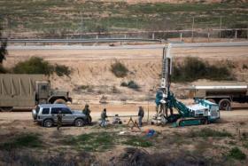 جيش الاحتلال يزعم اعتقال شابين اجتازا السياج الفاصل جنوب قطاع غزة