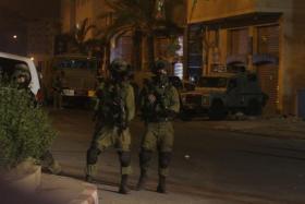 الاحتلال يشن حملة اعتقالات ودهم في مدن الضفة الغربية