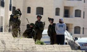 الاحتلال يقتحم مخيم شعفاط ويشرع بهدم مبنى قيد الإنشاء