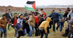 """شهيدان وعشرات المصابين في مليونية """"الأرض والعودة"""" على حدود قطاع غزة الآن"""