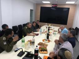 """قائد فرقة غزة في جيش الاحتلال يبحث الاستعدادات لـ """"يوم الأرض"""""""
