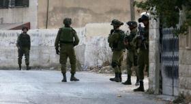 الاحتلال يقتحم مخيم شعفاط ويداهم مقر اللجنة الشعبية ومركز الشباب الاجتماعي