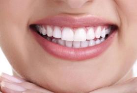 علاقة هذه العلامات على أسنانك بمناعتك الذاتية