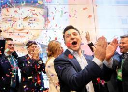 فوز الممثل الكوميدي فلاديمير زيلينسكي بالانتخابات الرئاسية في أوكرانيا