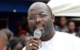 الثعابين السامة تطرد رئيس ليبيريا من مكتبه!