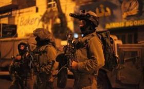 الاحتلال يشن حملة اعتقالات ويصادر أسلحة في الضفة الغربية