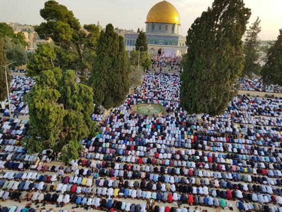 عشرات الآلاف يؤدون صلاة العيد في المسجد الأقصى (صور)