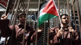الشعبية تعلن انظمام مجموعة جديدة من الأسرى للإضراب