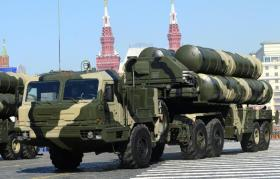 """تركيا تتسلم الأجزاء الأولى من منظومة """"إس 400"""" الروسية.. ما مداها وخطرها؟"""