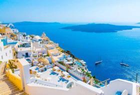 راتب شهري وقطعة أرض مجاناً.. جزيرة يونانية ساحرة يقطنها 25 شخصاً وتبحث عن سكان جدد!