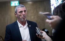 إسرائيليون يشنون هجومًا ضد رافي بيرتس ويرفضون الرحلات للضفة