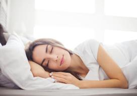 عادات تفعلها قبل النوم تزيد من وزنك بصورة خطيرة