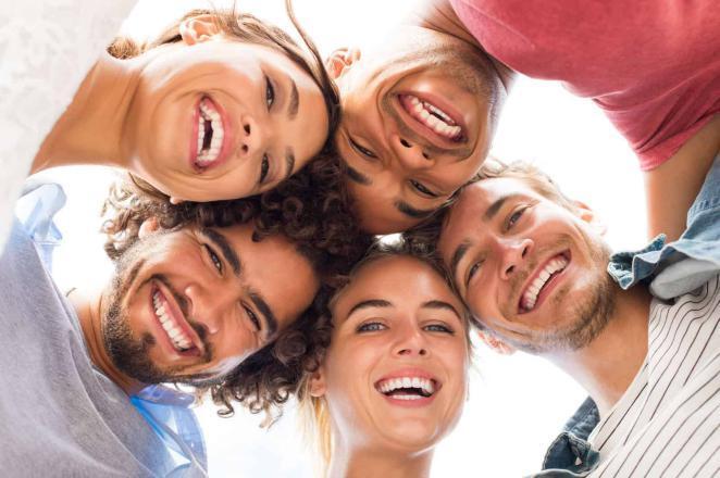 استطلاع يكشف دور الضحك الإيجابي على الصحة
