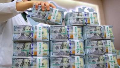 أول شخص في العالم تزيد ثروته عن 200 مليار دولار