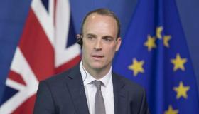 سعيا للعودة للمفاوضات: وزير الخارجية البريطاني يلتقي نتنياهو وأبو مازن
