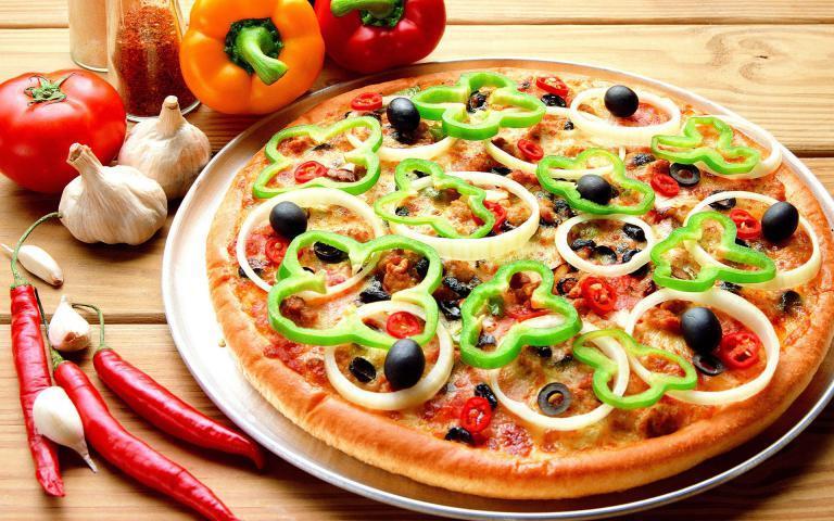 اليك طريقة البيتزا السهلة اللذيذة بالخضار