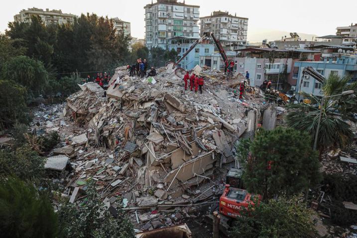 تركيا.. ارتفاع ضحايا زلزال إزمير 35 قتيلاً
