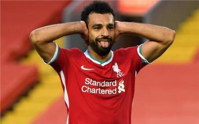 """صحفي إنجليزي يكشف سبب تجاهل ليفربول لـ """"محمد صلاح"""" بعد إصابته بـ """"كورونا"""""""