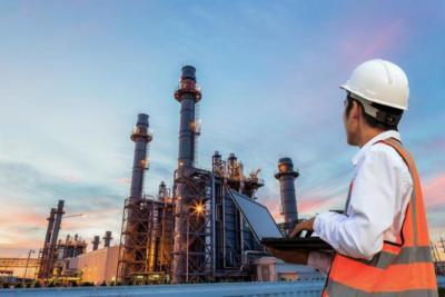 النفط يتخطى حاجز الـ52 دولارا بدعم توزيع لقاح (كورونا)