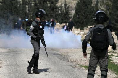 اعتقال صاحب شركة وإصابات في مواجهات مع الاحتلال في نابلس