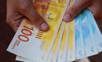 وزارة العمل تعلن بدء بصرف دفعات المساعدات وتطلق برامج تشغيلية مطلع العام المقبل