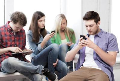 الإنترنت وتأثيره في العلاقات الاجتماعية