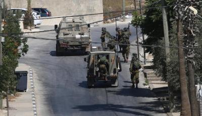 اعتقال أكثر من 10 مواطنين خلال اقتحامات في الضفة الغربية