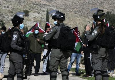 إسرائيل تنتقم من البلدات التي تهب للدفاع عن أراضيها من اعتداءات المستوطنين
