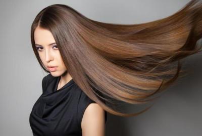 وصفة طبيعية لتطويل الشعر و7 أطعمة تحفز نموه