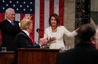 بيلوسي: مجلس النواب الأمريكي سيصوت على دعوة بنس والحكومة لعزل ترامب