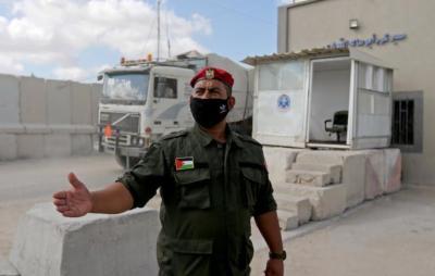 موقع إسرائيلي: الجيش لديه مهمة بعدم السماح بإدخال مكونات حساسة إلى غزة