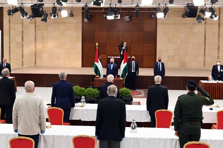 صحيفة عبرية: أبو مازن يريد مفاوضات مع إسرائيل وبسرعة
