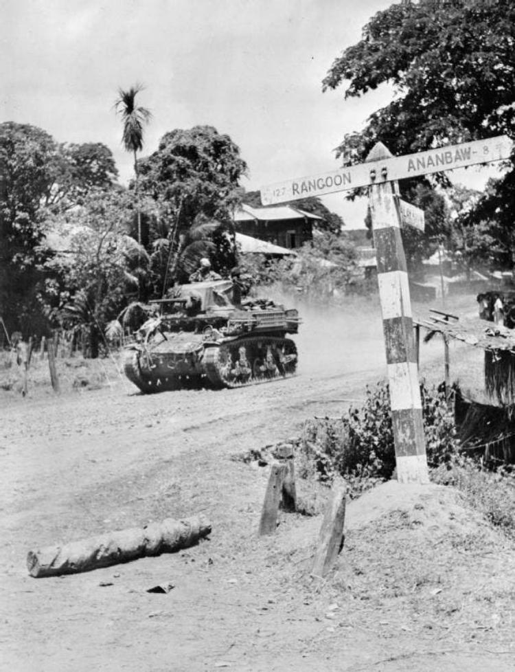 جانب من قوات الحلفاء أثناء تقدمها نحو رانغون